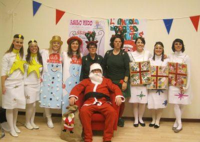 Babbo Natale e le sue aiutanti. Festa di Natale, dicembre 2010